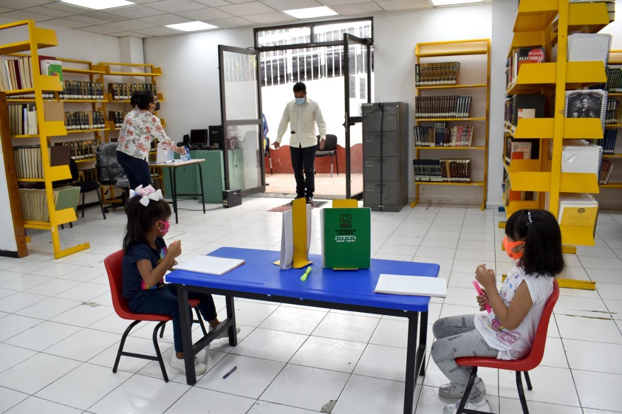 Instalan kioscos de académicos para alumnos de educación básica en CDMX