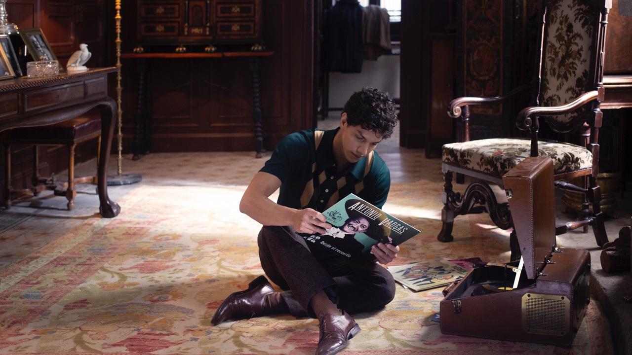 Isaac Hernández baila desde un escenario diferente para su primera serie de Netflix