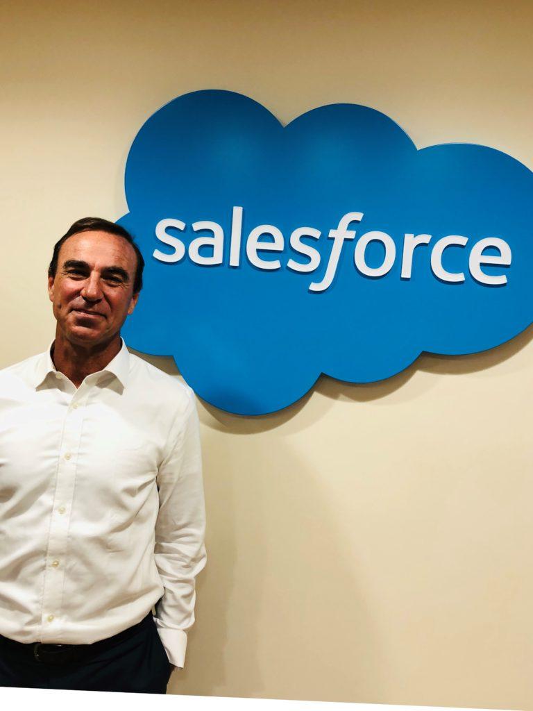 La pandemia cambió la forma en la que los clientes se relacionan con las marcas. Hoy, las empresas buscan un balance entre lo presencial y los servicios en línea. Salesforce es protagonista de los nuevos canales digitales.