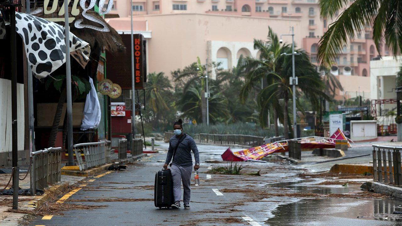Quintana Roo, sin víctimas por huracán Delta; prevén limpieza en 2 días