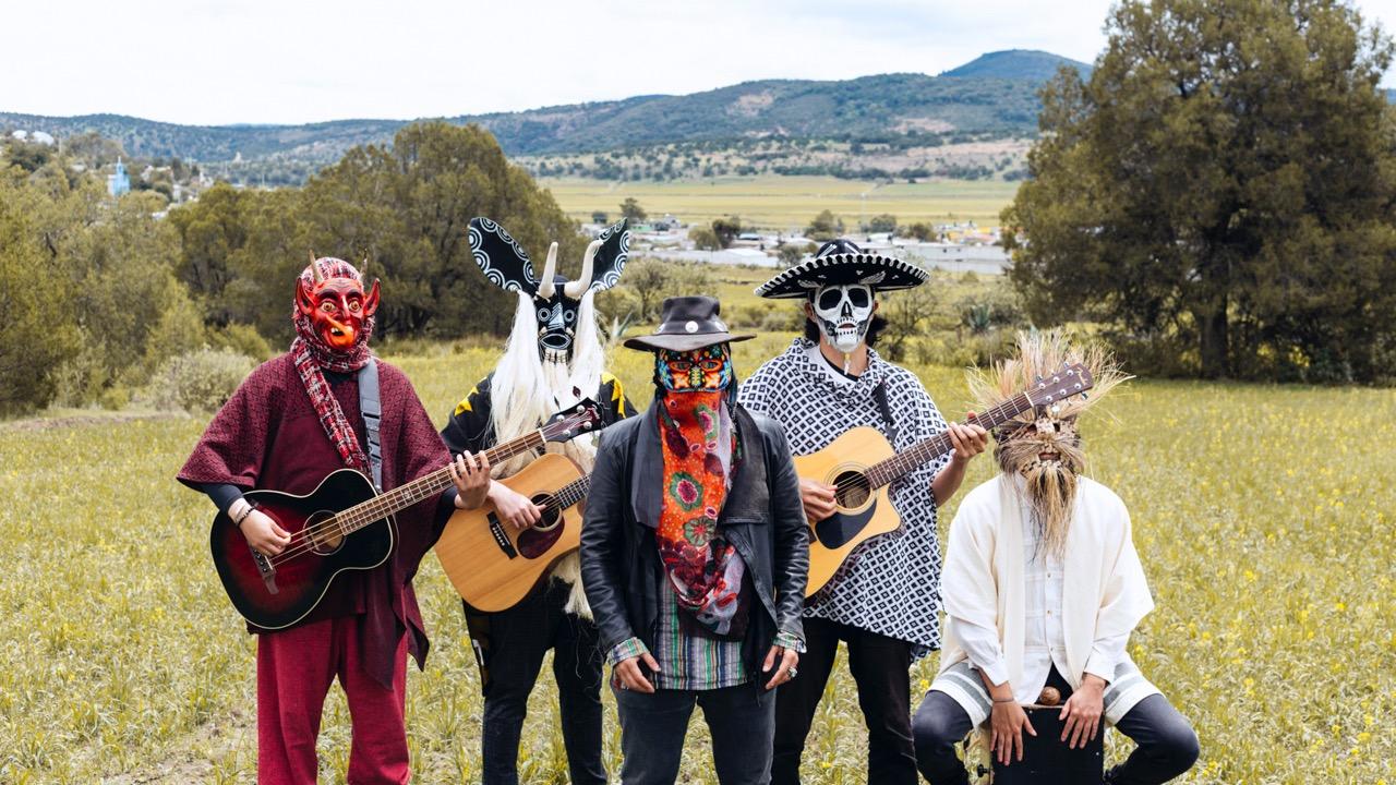 EXCLUSIVA | Diablocalavera hace una ofrenda de música latina para el Día de Muertos