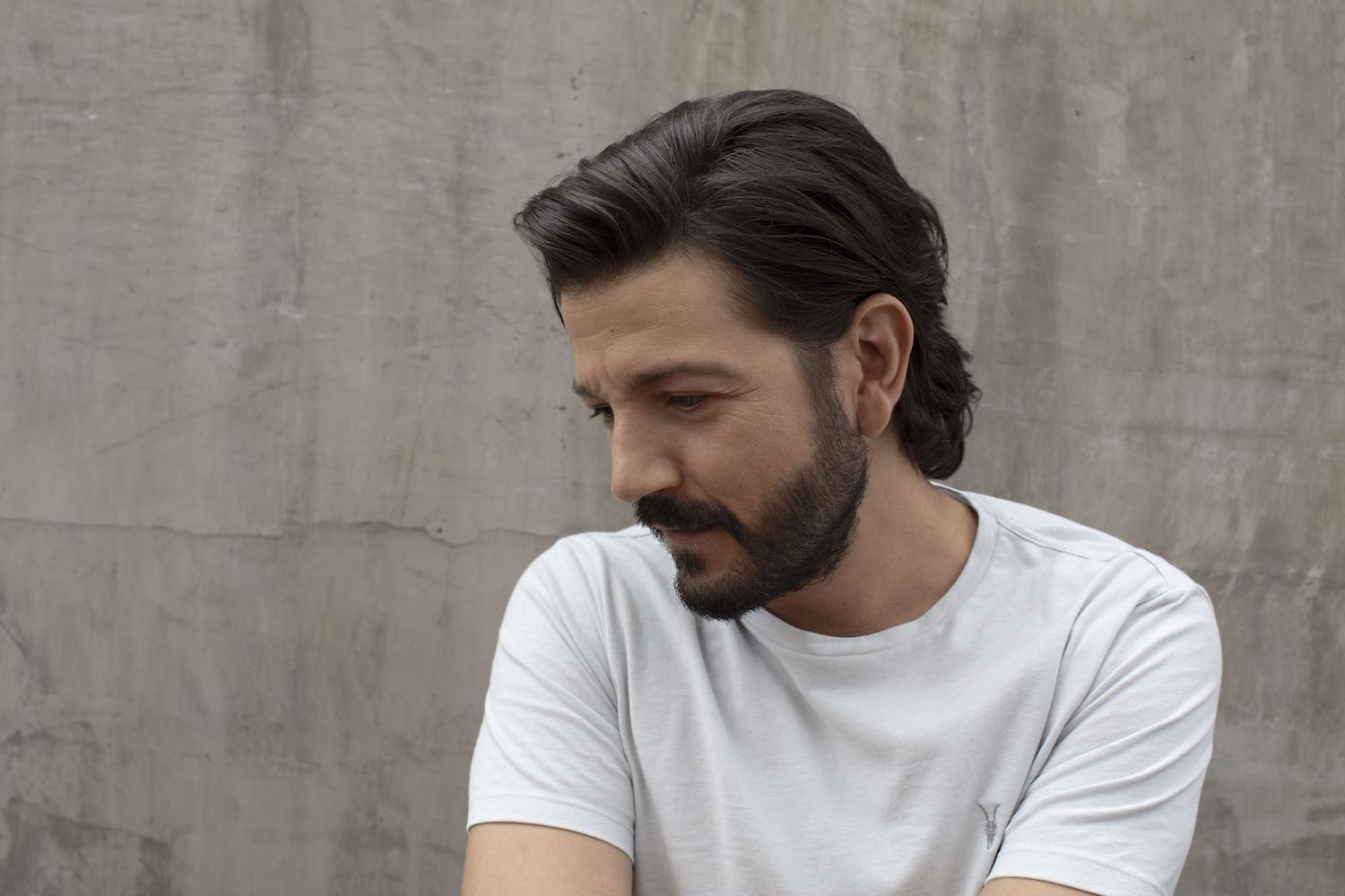 Diego Luna incursiona en el mundo del podcast con 'La advertencia'