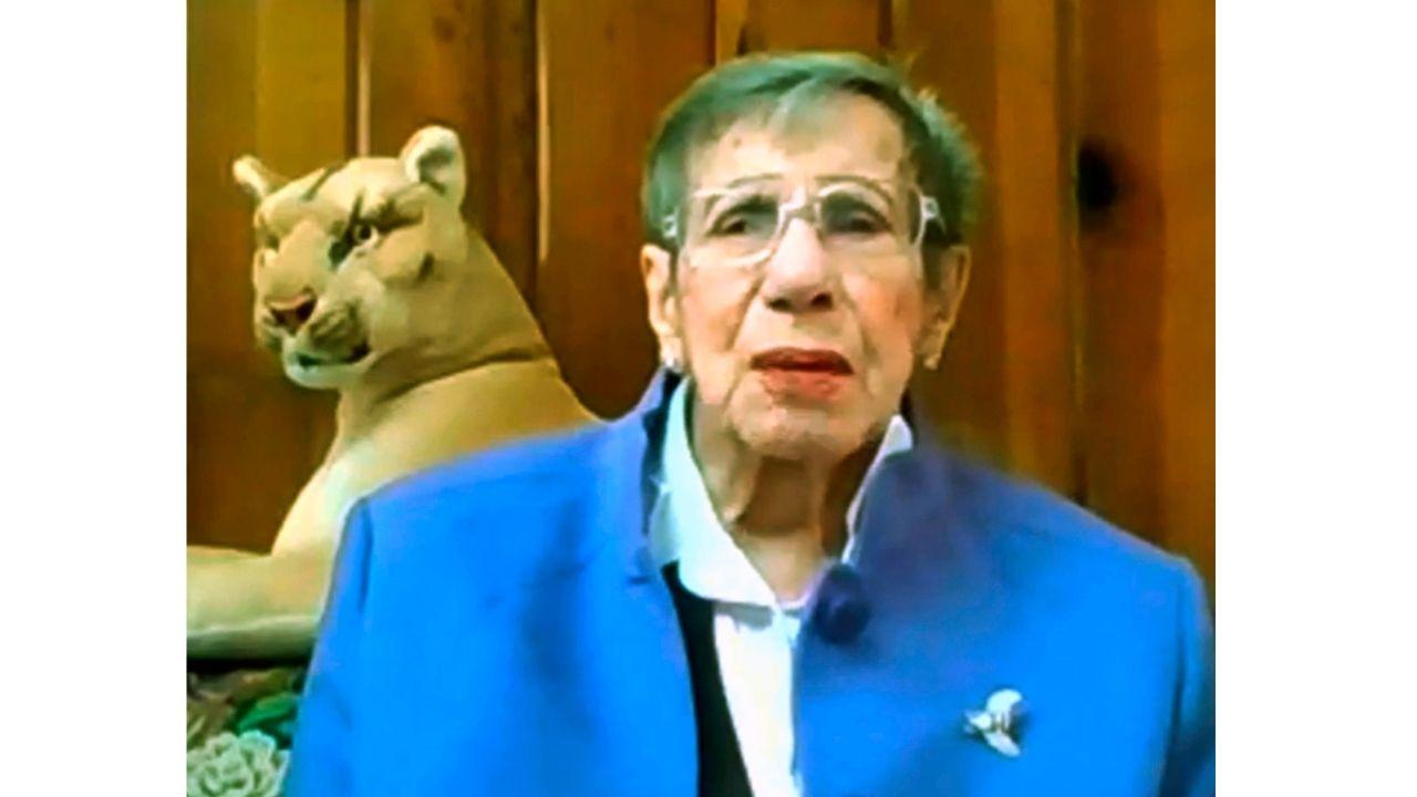 UNAM rinde homenaje a profesora de 100 años de edad