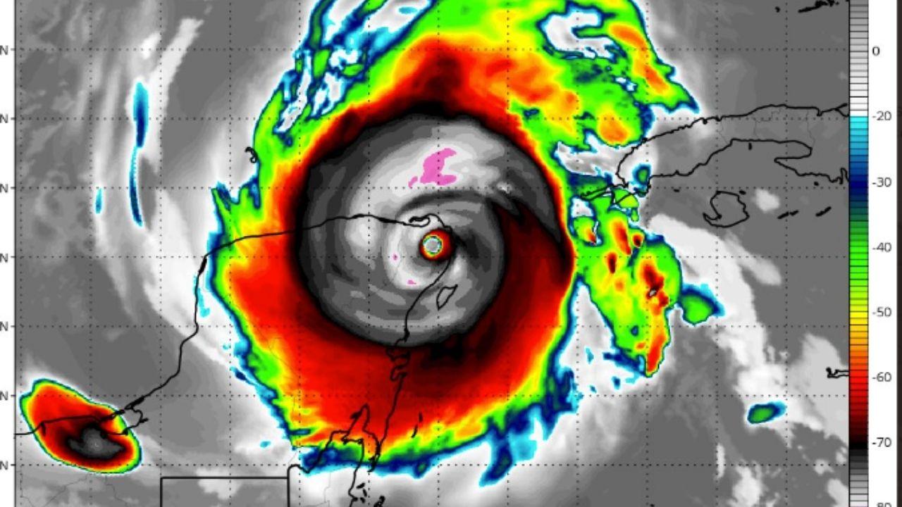 Delta se intensifica a categoría 4 y avanza hacia Yucatán