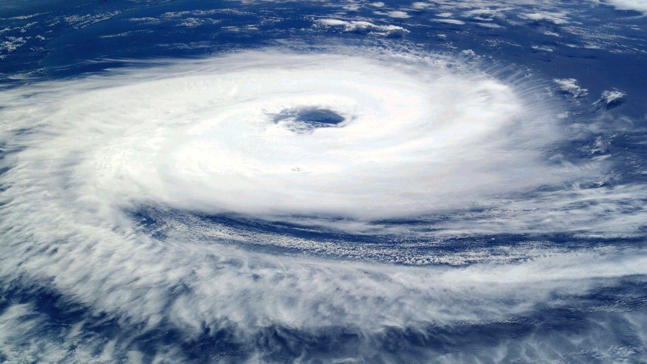 Cancún declara alerta roja por huracán Delta; evacuan a turistas
