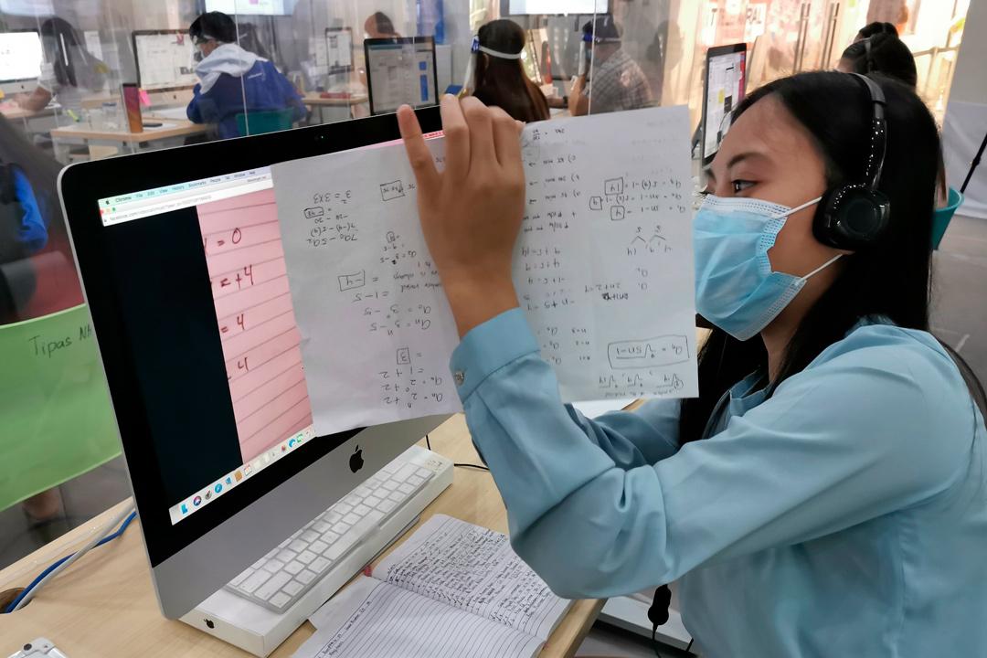 En Filipinas este 'call center' de profesores ayuda a los alumnos en sus clases a distancia