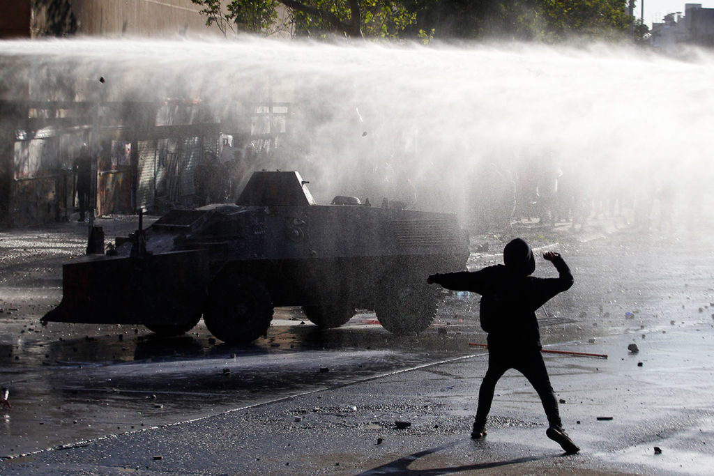 CHILE Protests Continue After Piñera Insisted On Bringing Military To The Streets