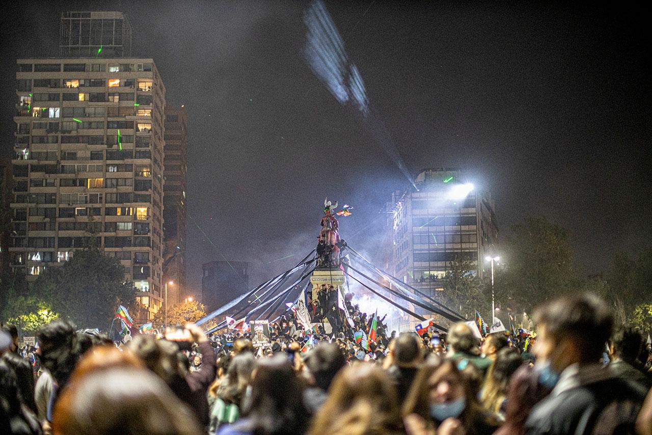 """Un rotundo """"si"""": hacia una nueva Constitución en Chile"""