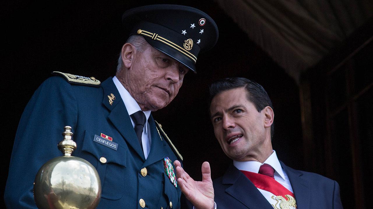 Salvador Cienfuegos quintuplicó su fortuna comprando casas y automóviles de lujo