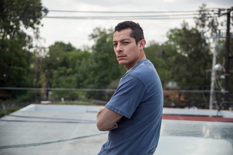 Luis Alberti encarna el rostro de la injusticia en 'Mano de Obra'