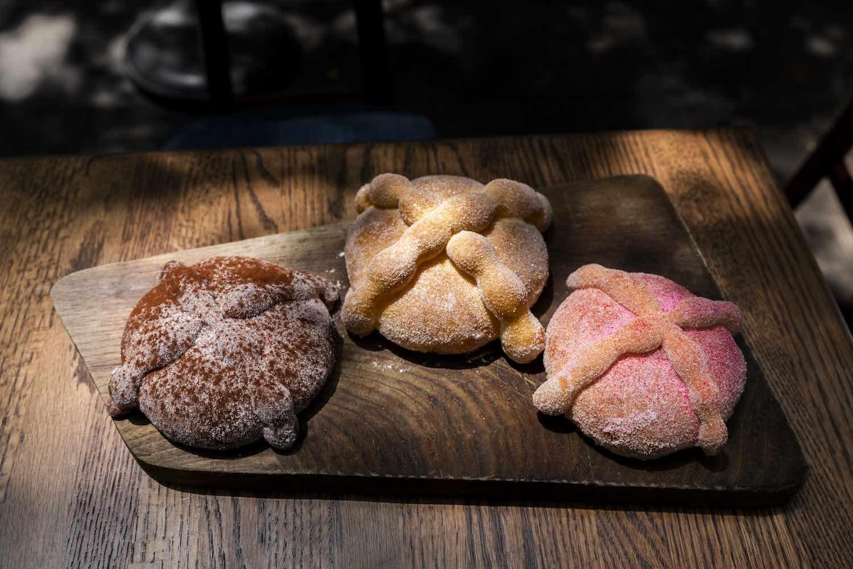 Prepara pan de muerto en casa con la receta de un reconocido chef