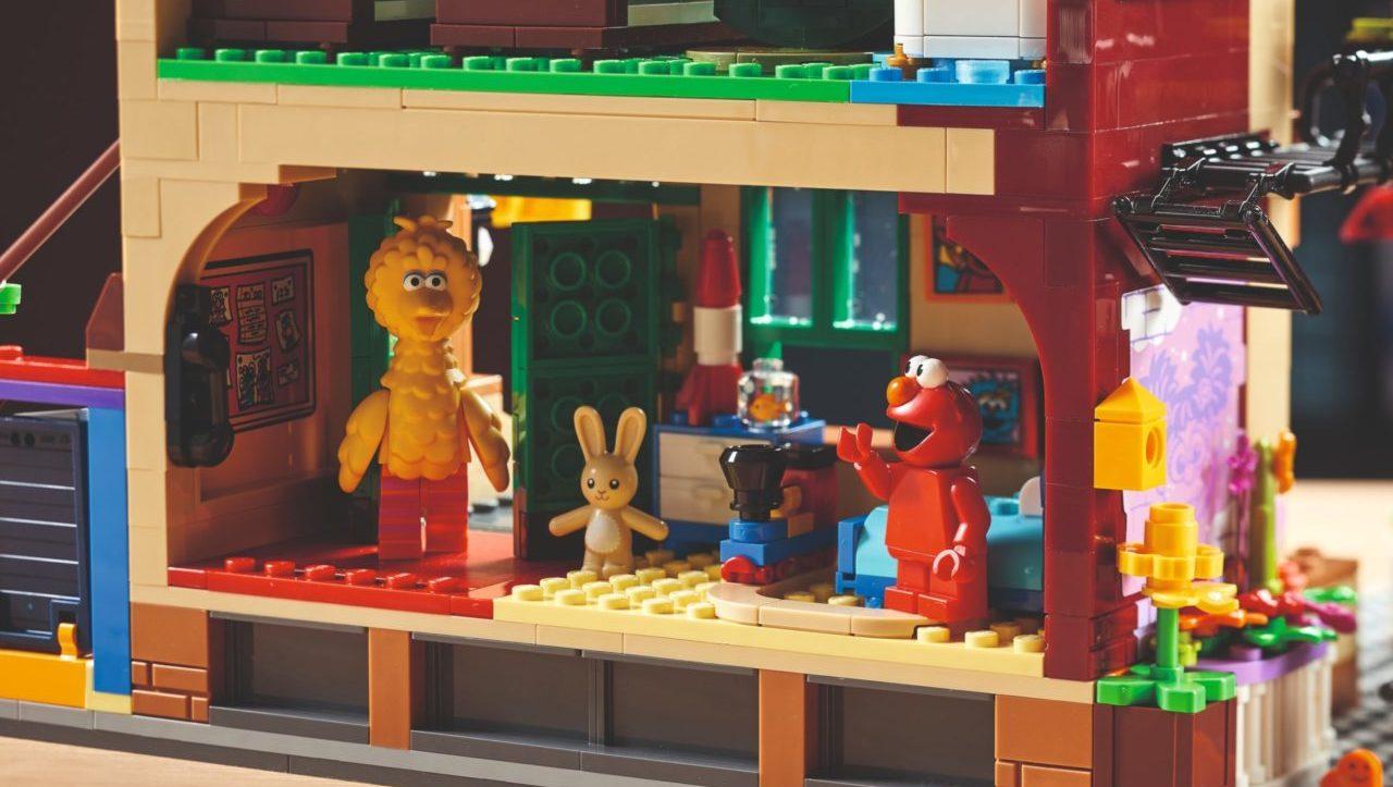 LEGO presenta el primer set de Plaza Sésamo, un viaje a la nostalgia