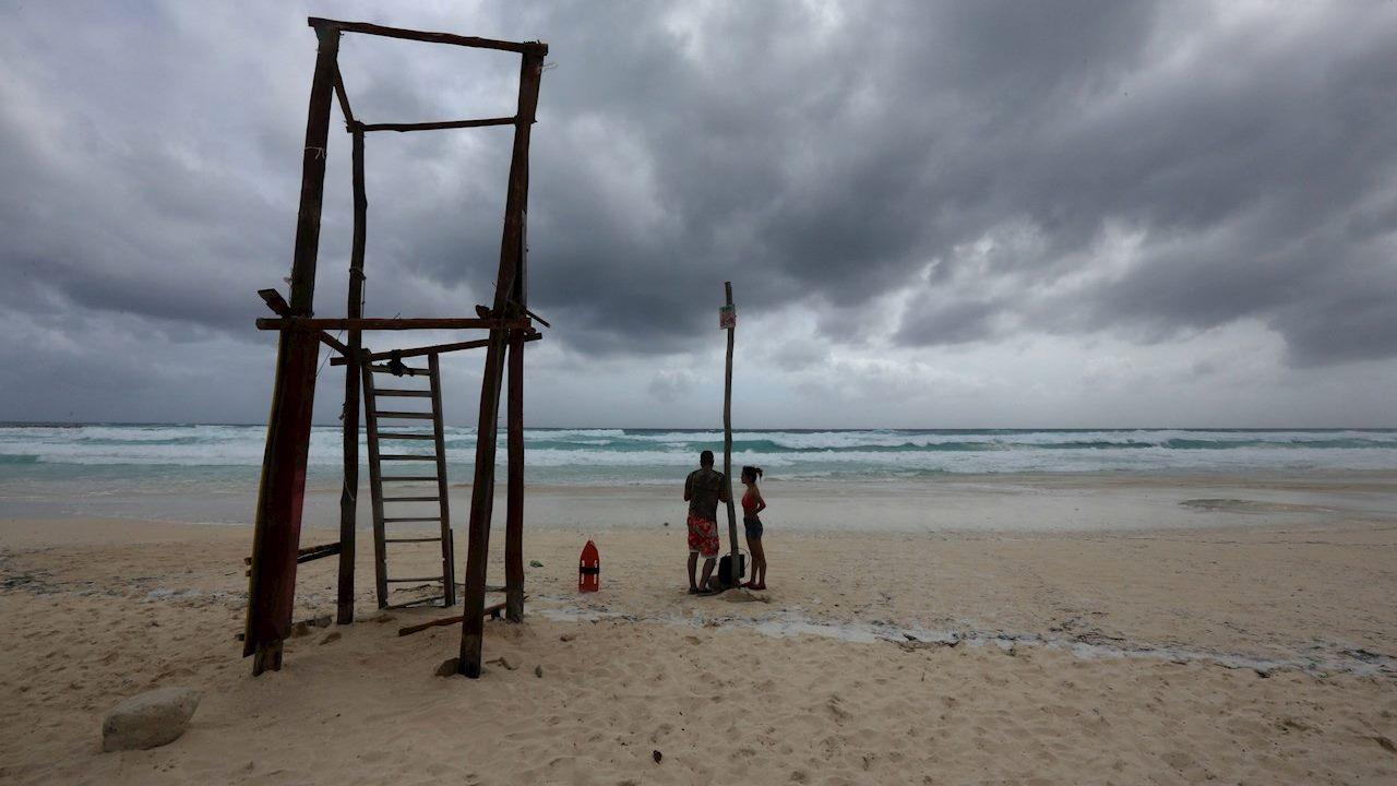 Alerta roja en el caribe mexicano por llegada de huracán Zeta