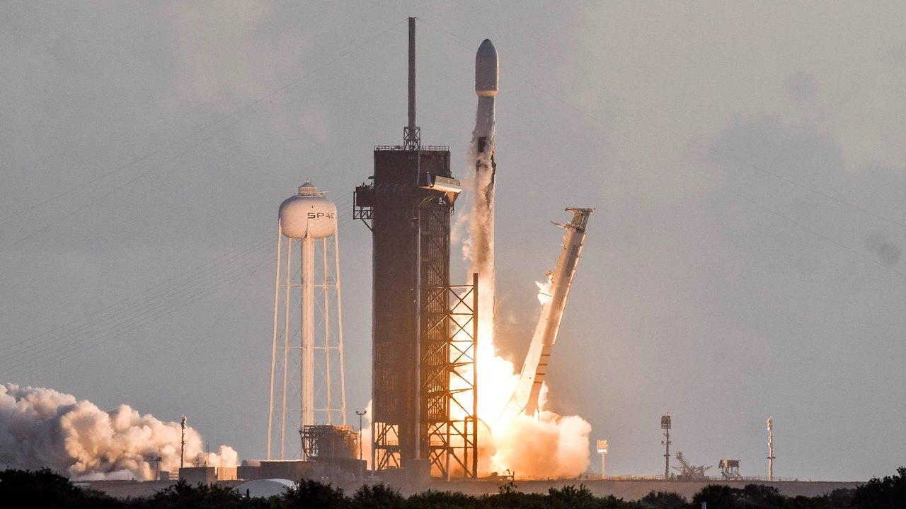 SpaceX lanza 60 satélites; suma más de 700 para internet de alta velocidad