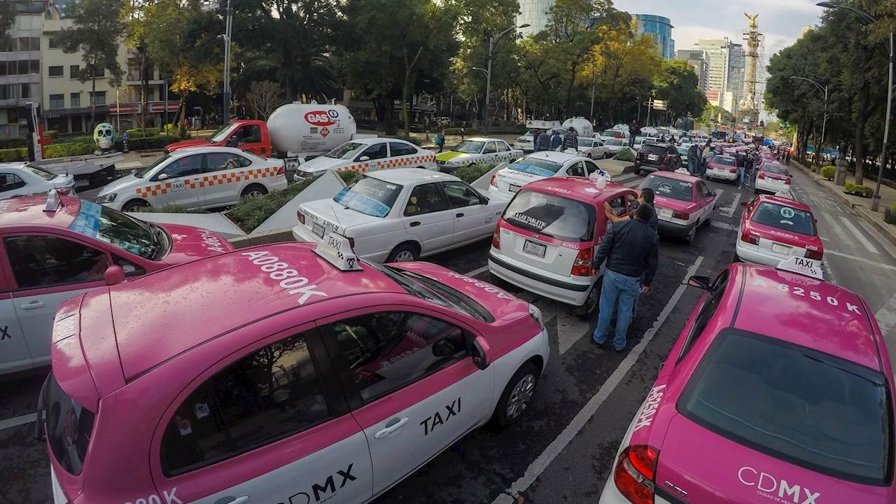 Taxistas protestan en CDMX contra apps de transporte