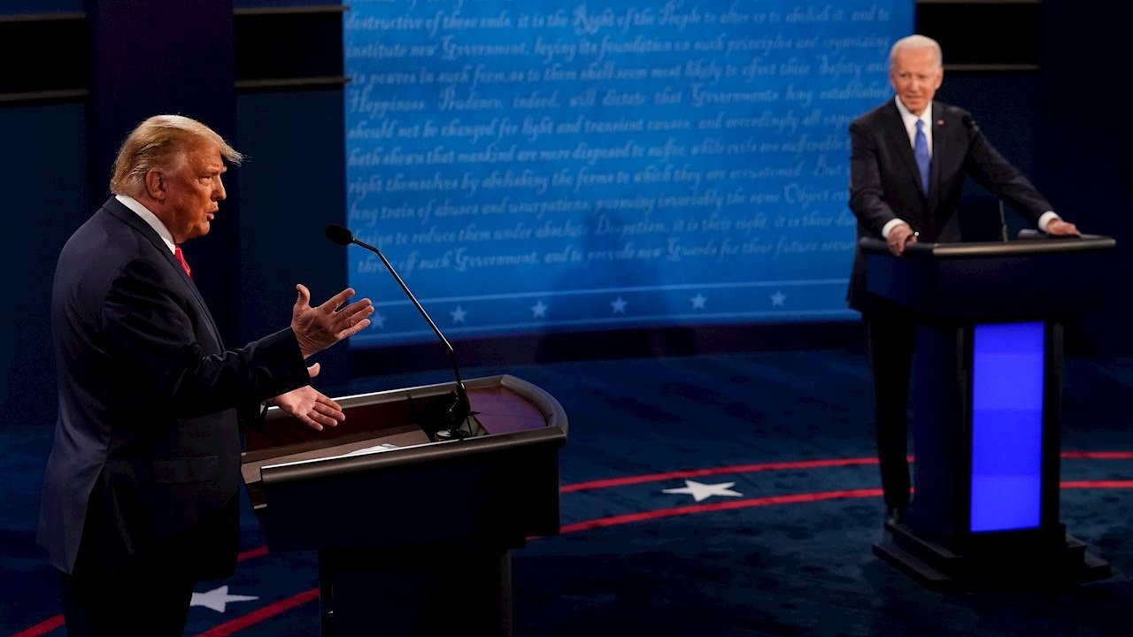 Debaten Trump y Biden con 'micrófonos cerrados'