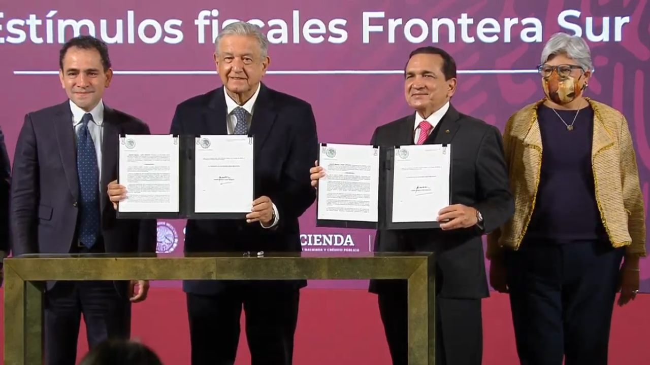 AMLO da a frontera sur los mismos beneficios fiscales del norte; Chetumal será zona franca