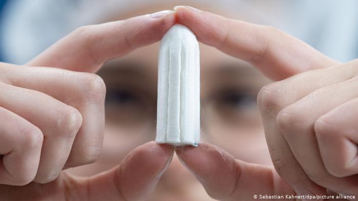 Escocia aprueba acceso universal y gratuito a productos menstruales