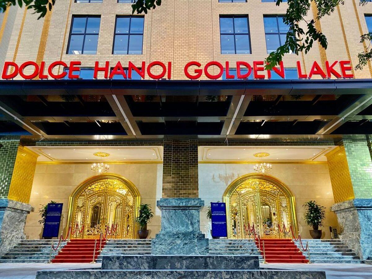 Inauguran el único hotel chapado en oro en Vietnam en plena pandemia