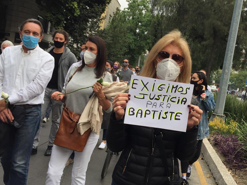 Marchan en la CDMX para exigir justicia por muerte de restaurantero francés