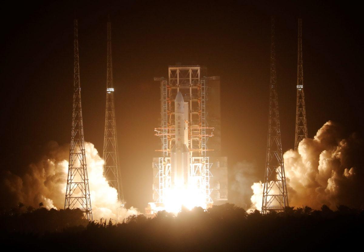 China califica como exitoso lanzamiento de nave espacial robótica a la luna