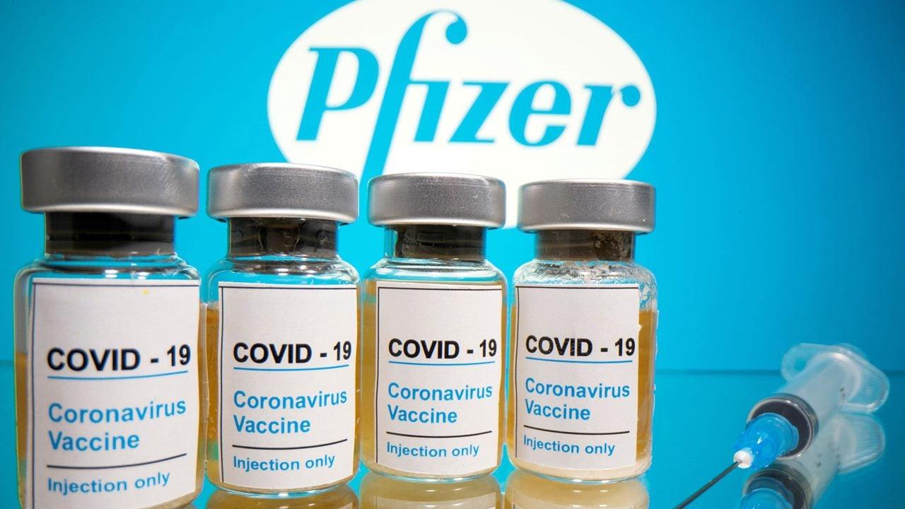 Vacuna de Pfizer podría obtener aprobación en Reino Unido a fines de la semana