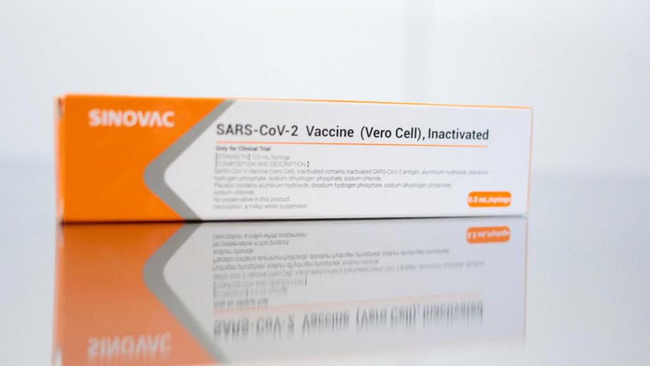 Cepa brasileña puede evadir vacuna de Sinovac, sugiere estudio