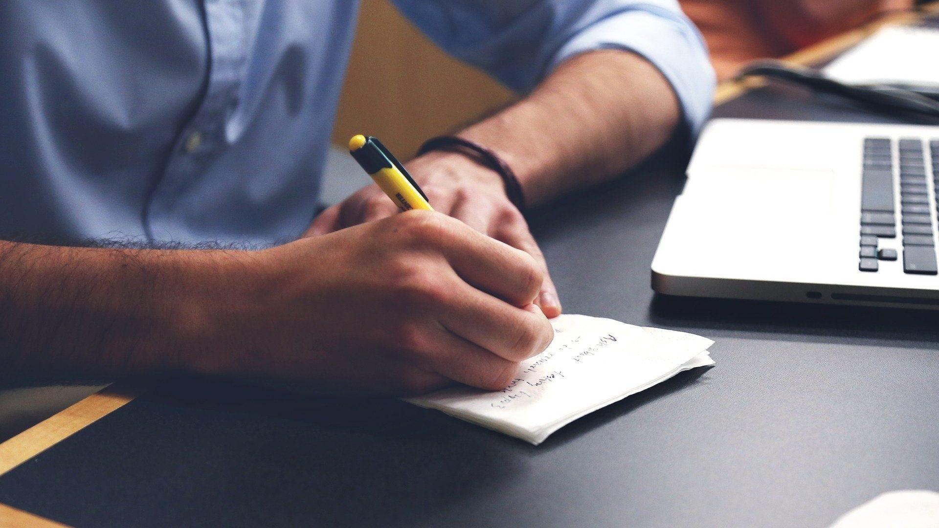 Monreal ofrece a IP diálogo para regular el outsourcing