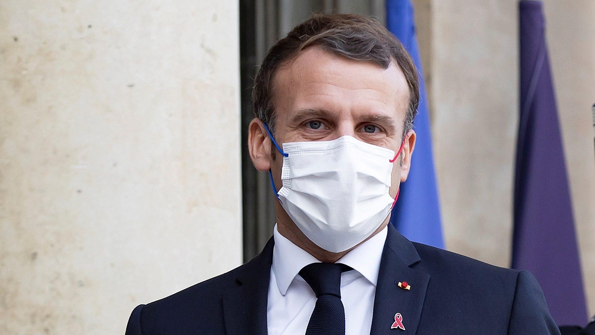 Macron confiesa a niño que recibir una cachetada 'no fue agradable'