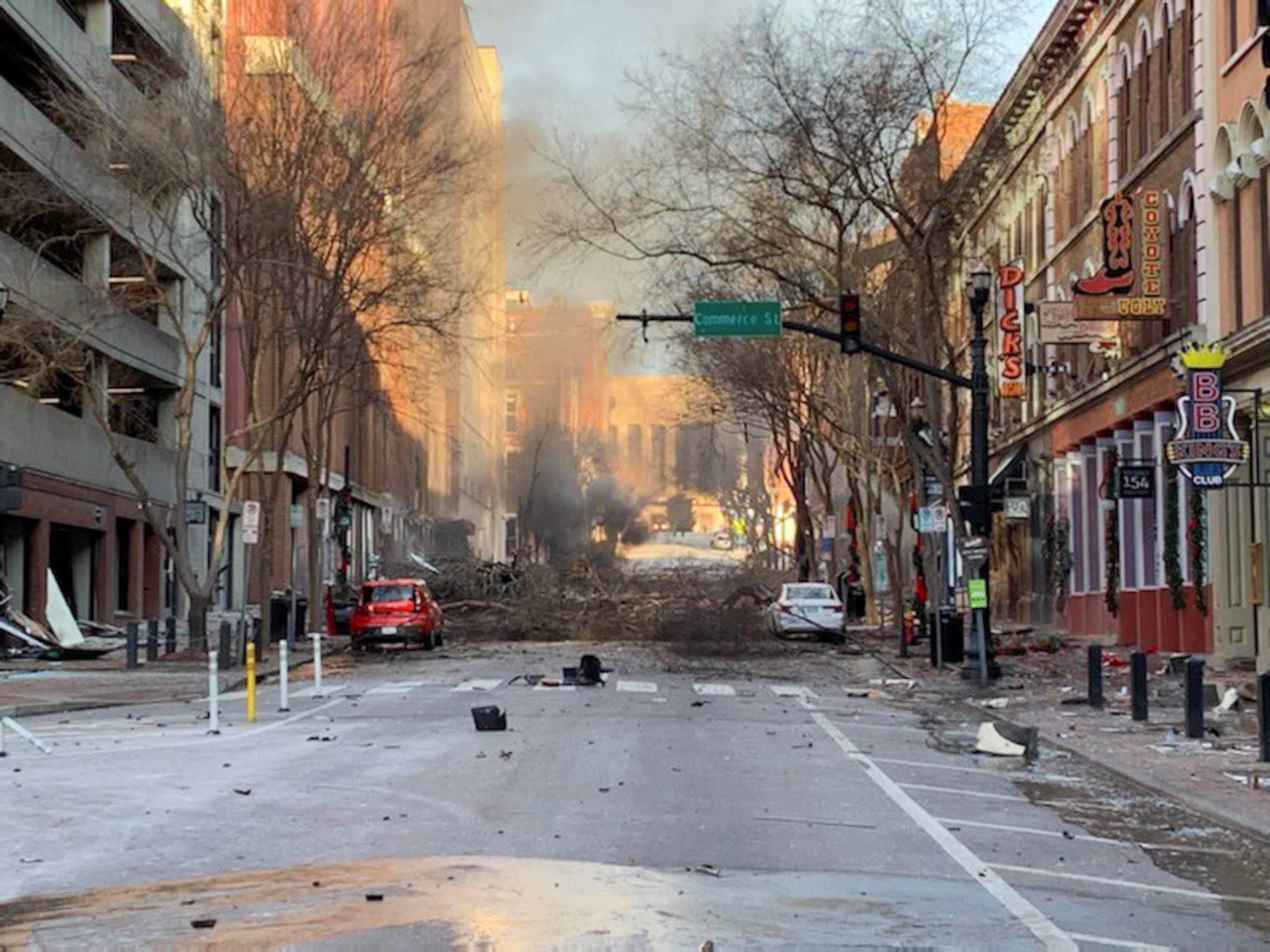 """Explosión sacude Nashville en Navidad, policía dice fue """"acto intencional"""""""