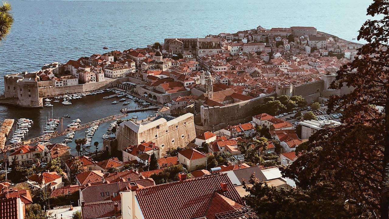 Croacia prohíbe viajes dentro del país ante fiestas navideñas y Covid-19