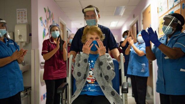 NHS England Starts Covid-19 Vaccination Campaign vacuna