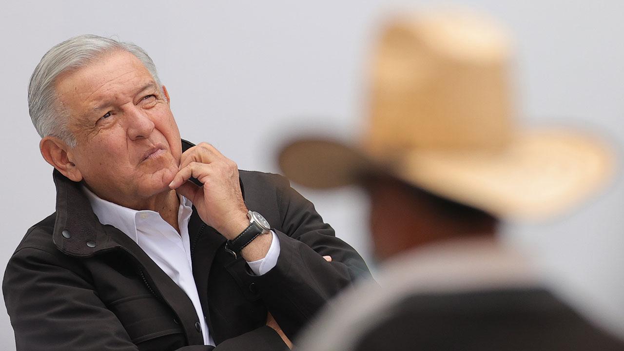 Mexicanos piden a AMLO ponerse cubrebocas y seguir las reglas tras contraer Covid-19