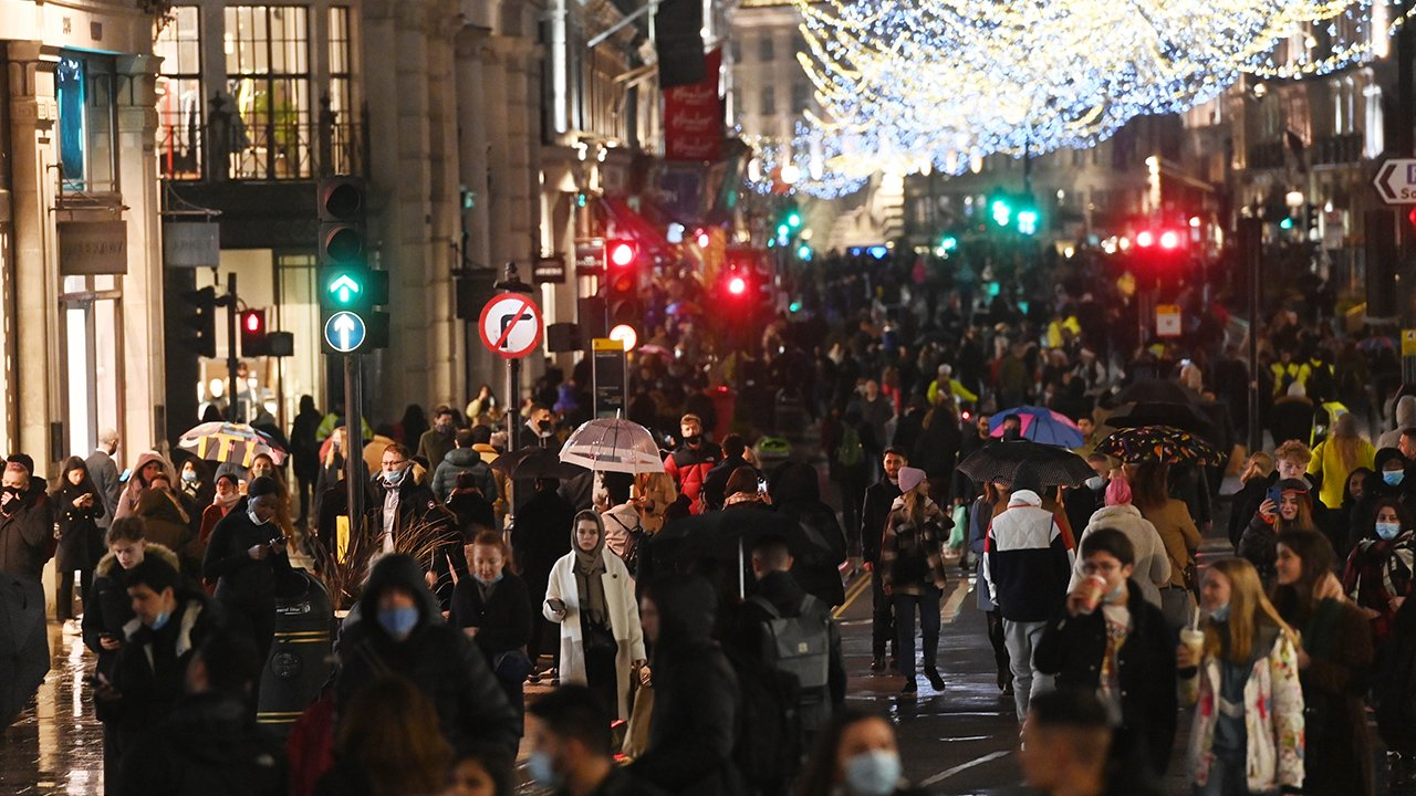 Reino Unido rompe récord de contagios por Covid-19, 60,916 en 24 horas