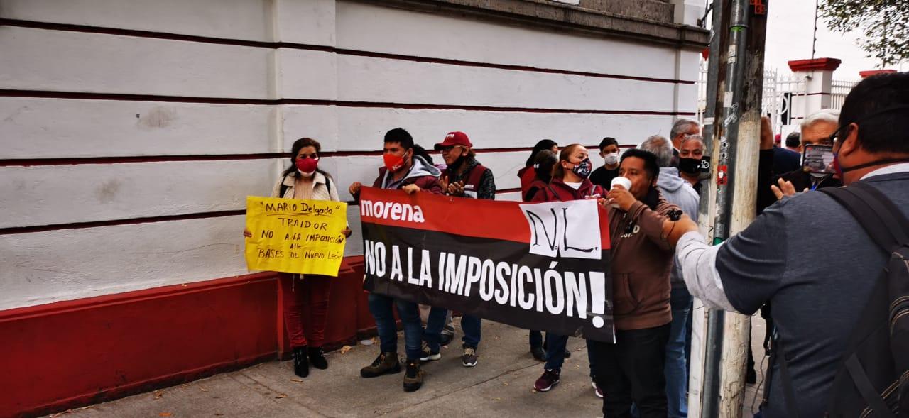 Morenistas de Nuevo León reclaman a Mario Delgado por postulación de Clara Luz Flores