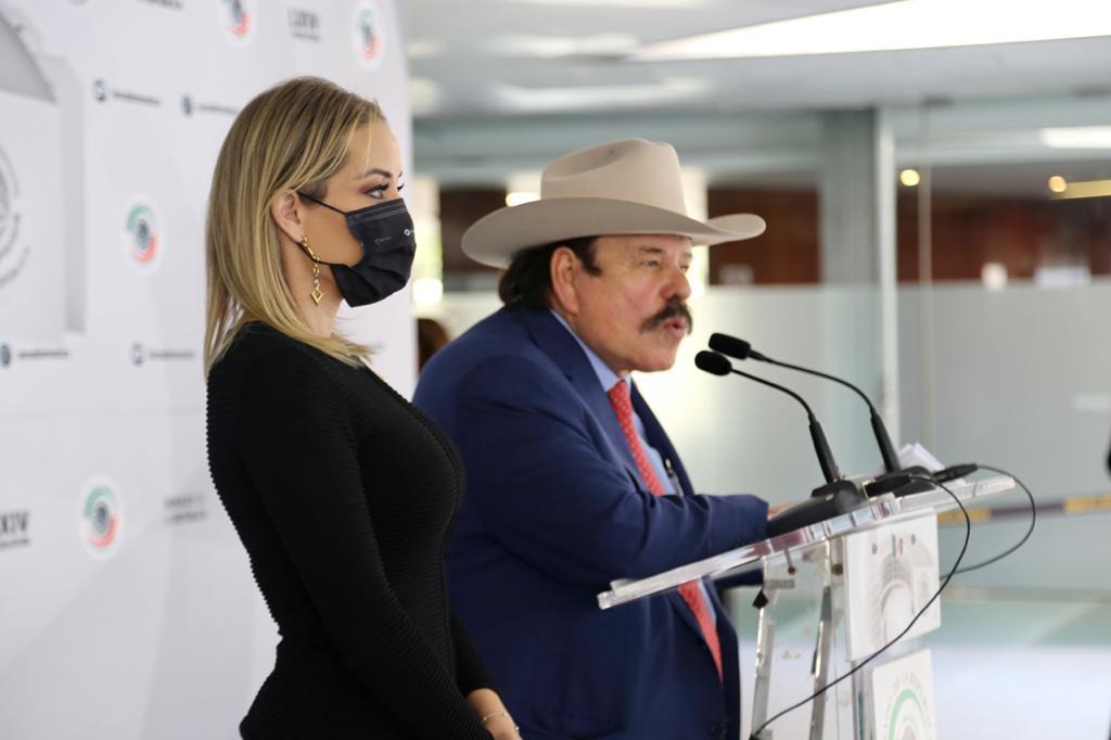 Buscan reducir impuestos de Pemex