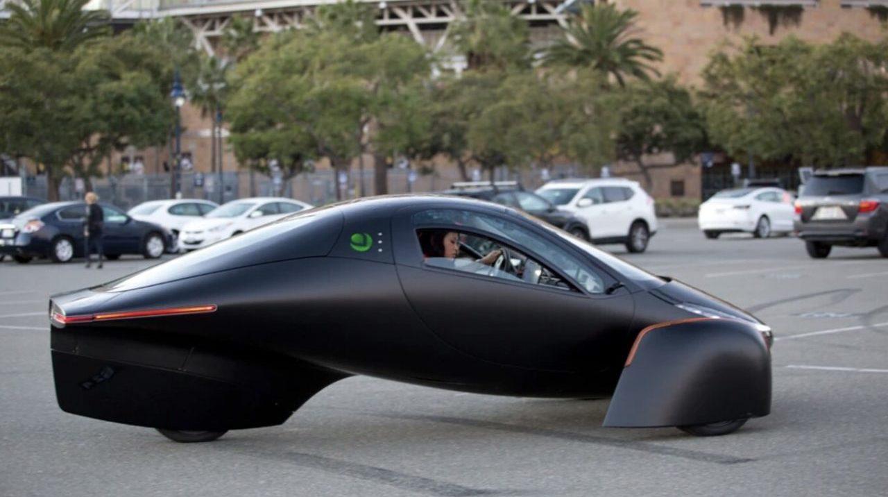Aptera revela el primer auto eléctrico solar que no requiere recargarse