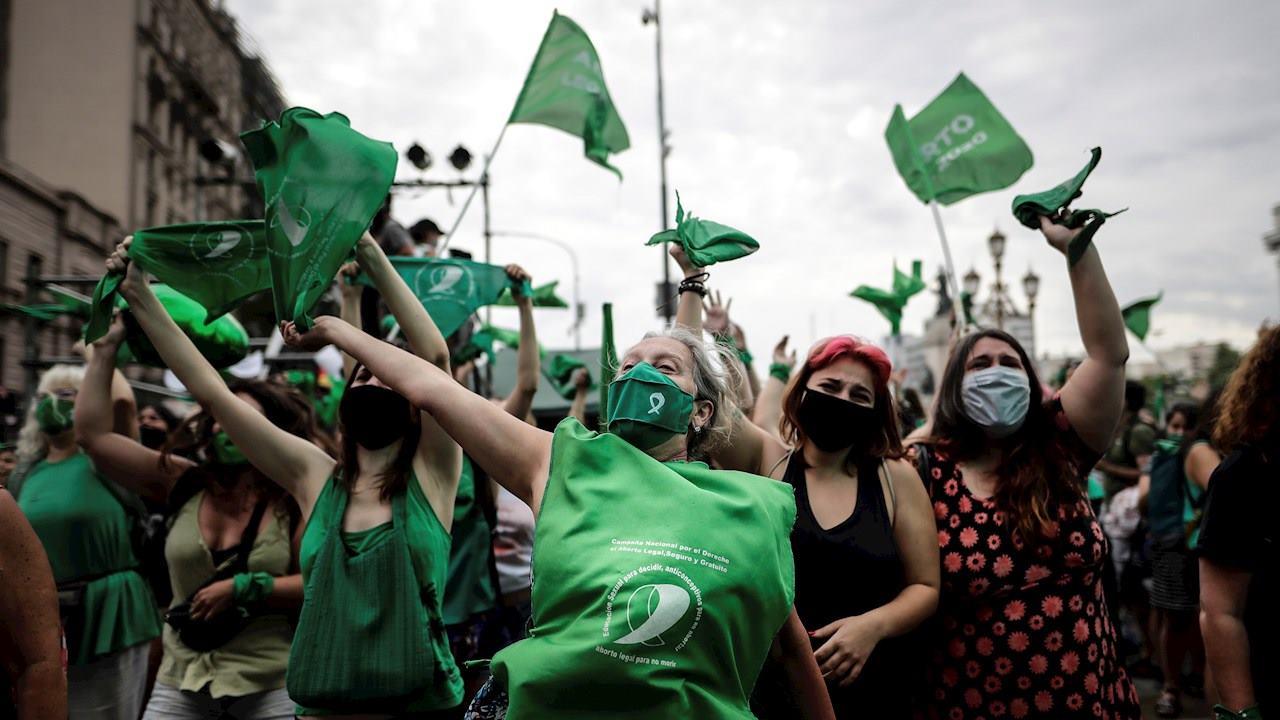 Ley del aborto supera su primera prueba en Argentina