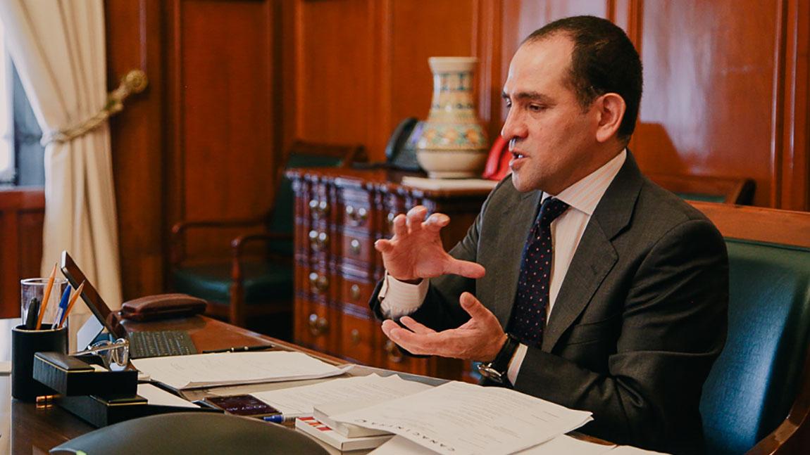 Polémica reforma a la ley sólo trasladaría problemas al banco central: secretario de Hacienda