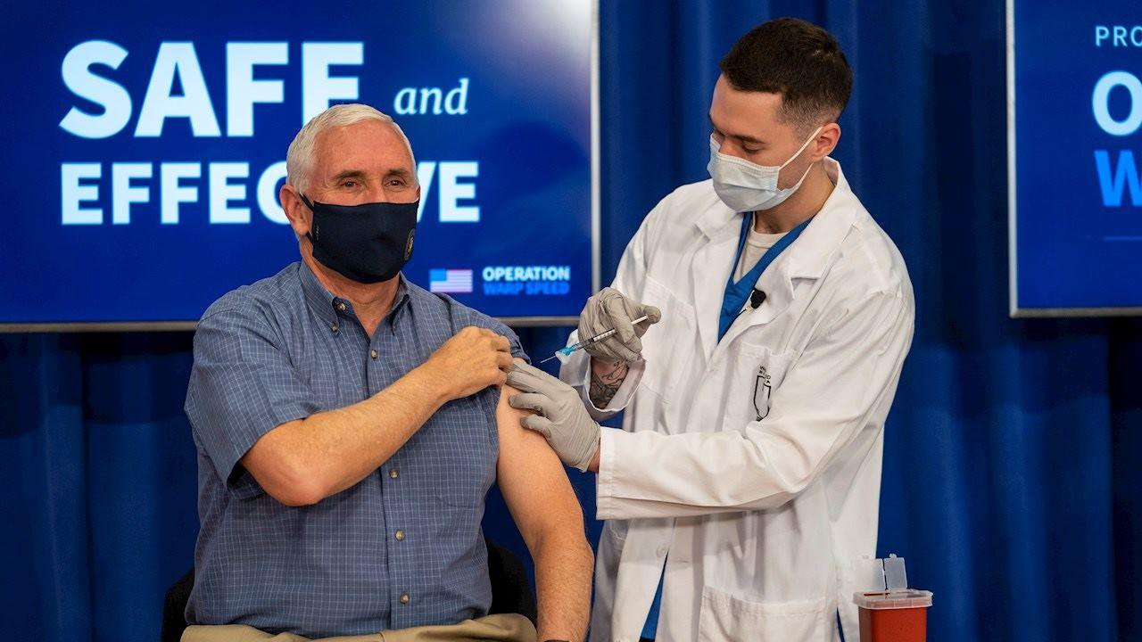 Mike Pence se pone en público vacuna de Covid-19; llama a tener confianza