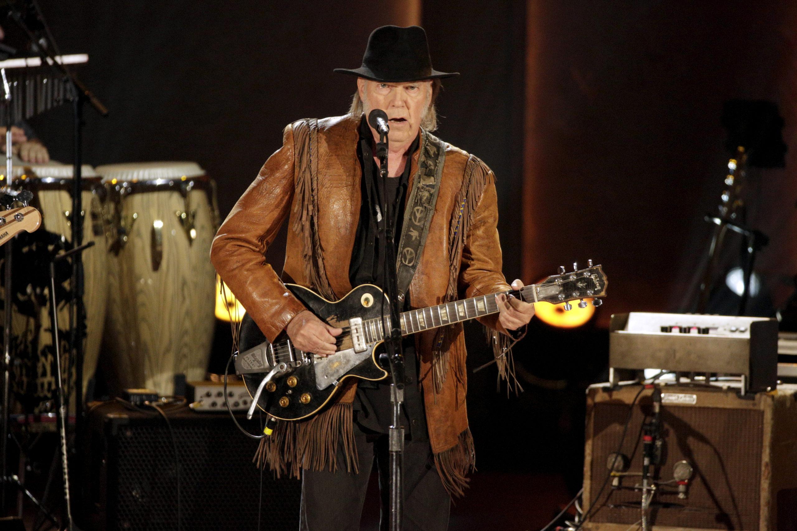 Neil Young vende los derechos de la mitad de sus canciones