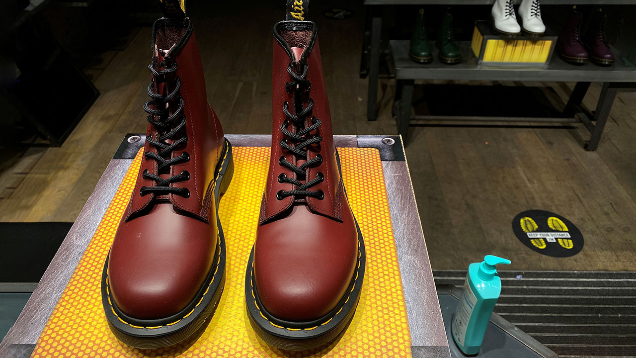Marca de botas Dr. Martens, valorada en más de 5,000 mdd en salida a bolsa