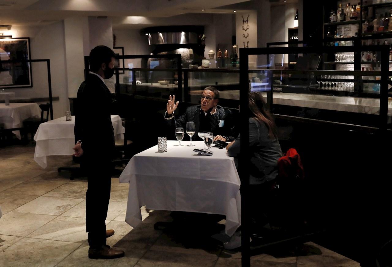 Restaurantes de Nueva York reabrirán para San Valentín