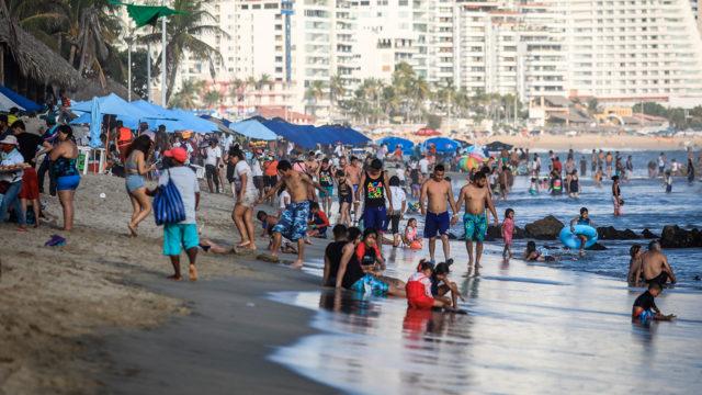 Turistas Playas Acapulco COVID-19