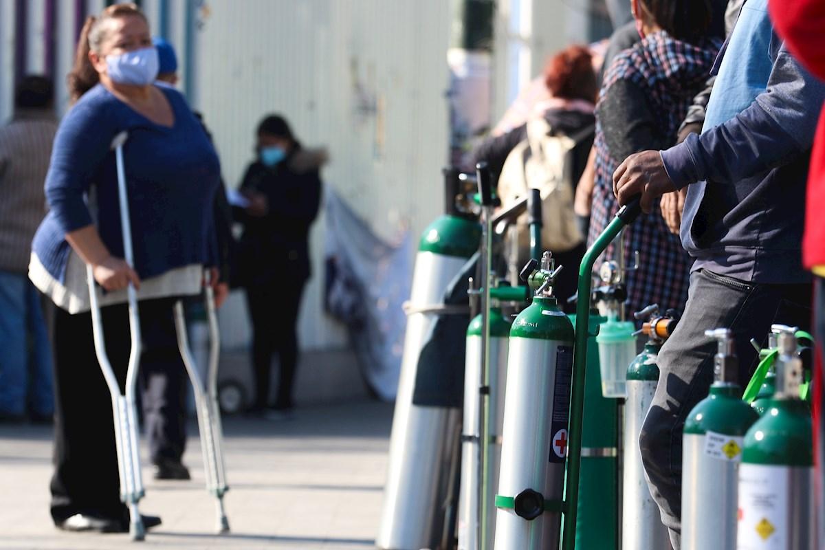 Capitalinos acuden a rellenar tanques en los puntos de oxígeno gratis