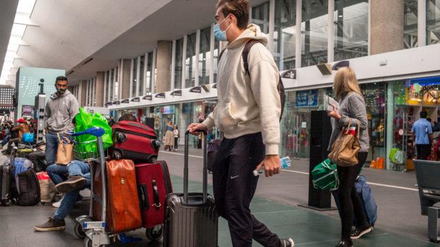 Turistas en el Aeropuerto de la Ciudad de México
