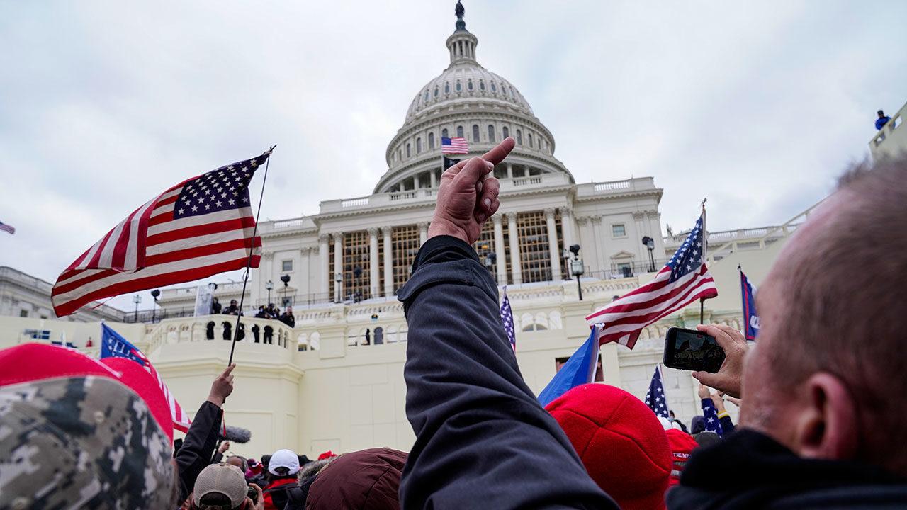 EU exige que Facebook, YouTube y otros entreguen documentos vinculados al ataque a Capitolio