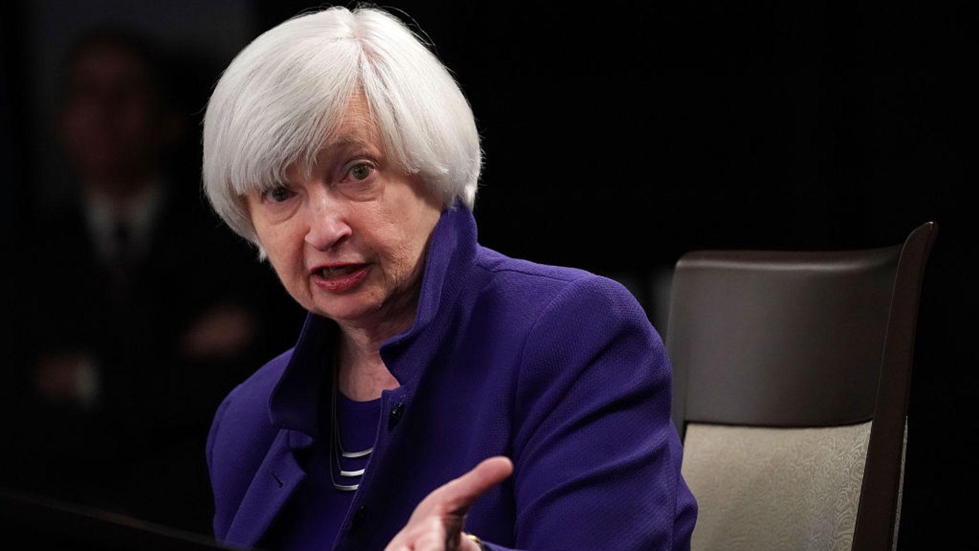 Senado de EU confirma a Janet Yellen como secretaria del Tesoro