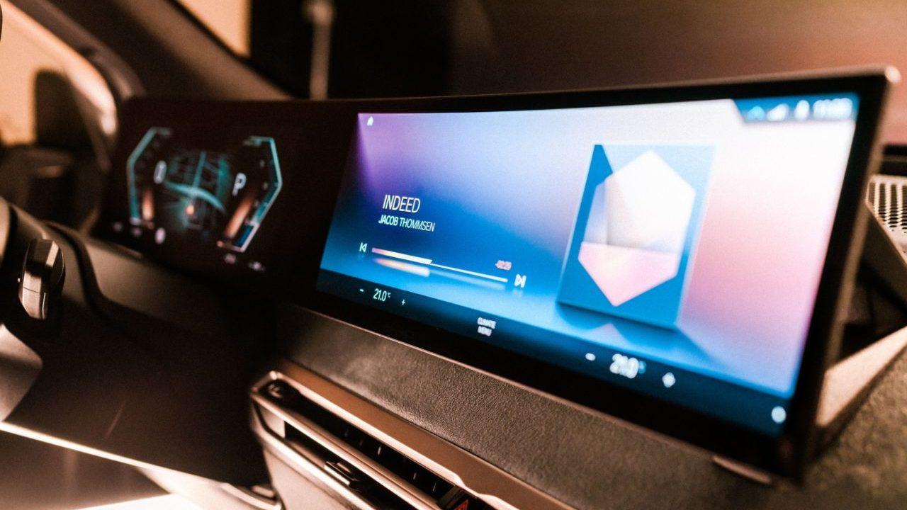 BMW, una mirada al futuro de las pantallas en sus autos