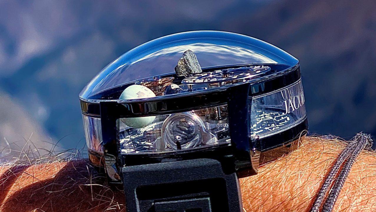 'Astronomia Everest', el reloj que celebra al planeta Tierra